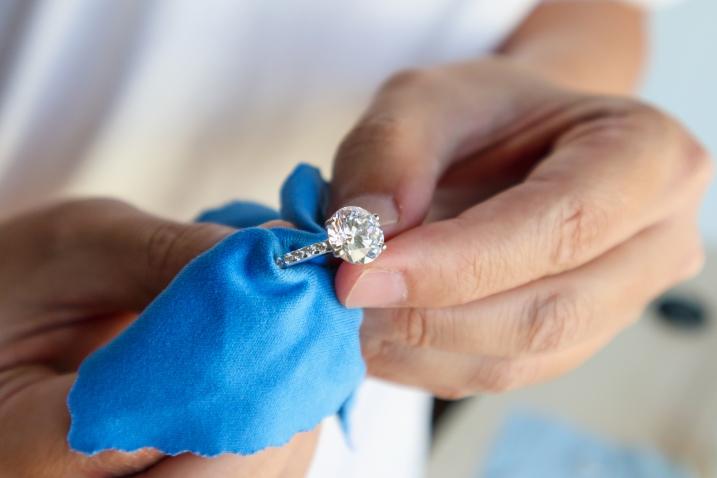 Čistenie šperkov doma? Toto vám odkazuje skúsený zlatník