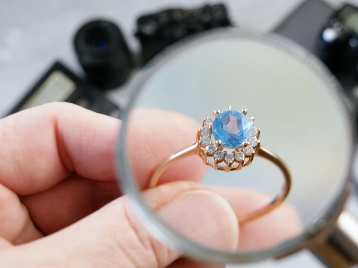 Ako rozoznať poctivý šperk od falzifikátu?