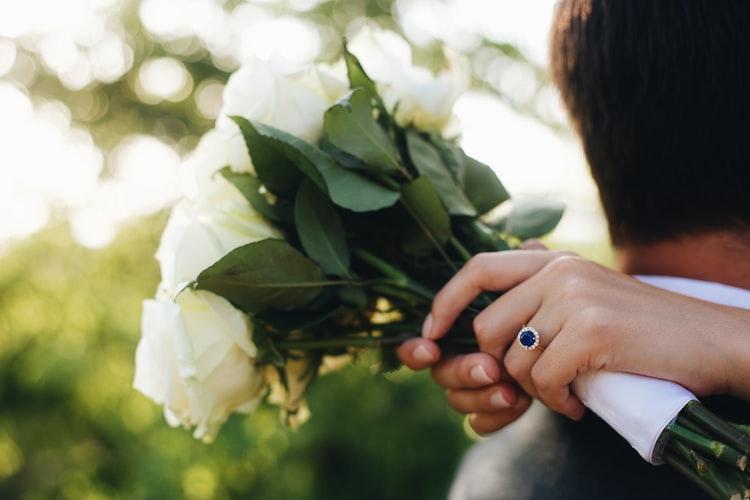 Farebné zásnuby: Prinášame vám originálny výber prsteňov s pestrými drahokamami