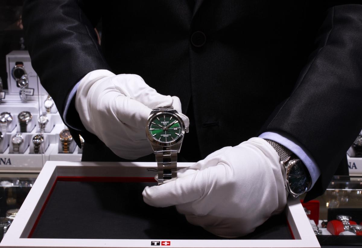 Manažér klenotníctva o výbere hodiniek: Nekupujú ich len solventní ľudia. Niekto šetrí, aby si dovolil model za tisíce