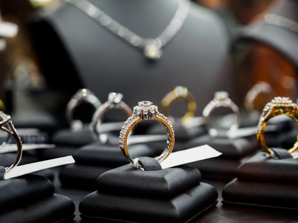 Do akých zlatých šperkov sa oplatí investovať a ktoré certifikáty majú význam?