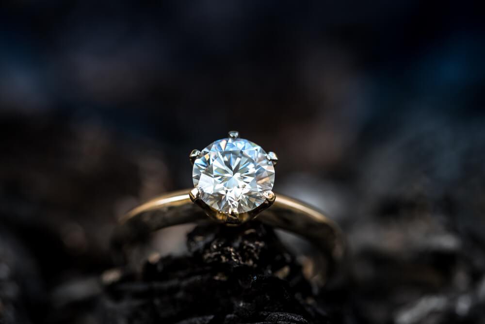 Nekonečná krása v pravom slova zmysle. Prečo investovať do zásnubného prsteňa s diamantom?