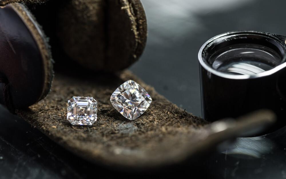 Porovnávame prírodné a laboratórne diamanty. Ktoré z nich si vybrať?