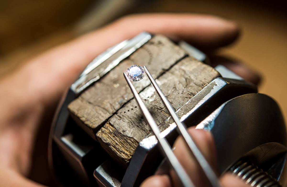 Diamant, briliant alebo zirkón? Skúsený zlatník vám vysvetlí rozdiely